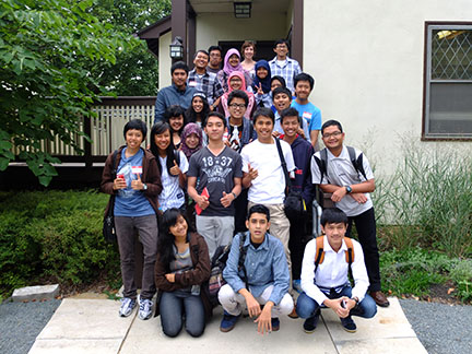 Group shot of the IndonesiaMoTIV group.